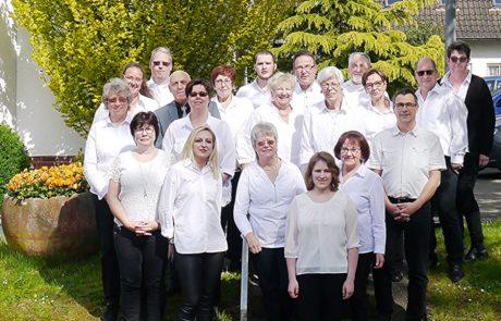 Orchester vor der Kirche in Holthausen 2019